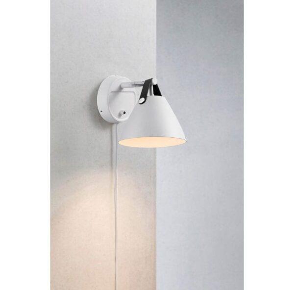strap-hvid-15-vaeglampe-sort-strap
