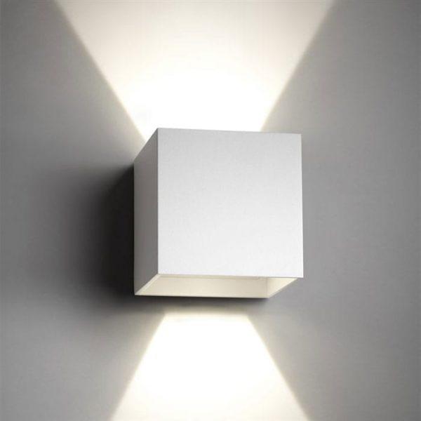 light-point-box-1-vaeglampe-hvid