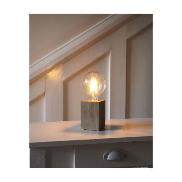 bordlampe-lys-trae